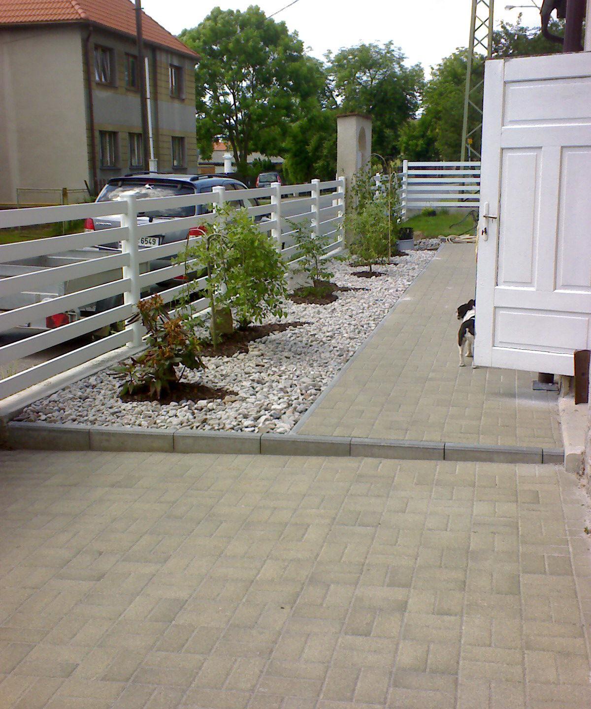 Losiná – zahrada, plot, zámková dlažba